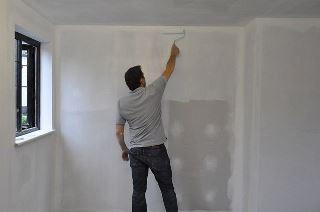 Фото процесса Грунтовка стен в Волгограде