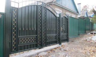 Фото процесса производства распашных ворот в Волгограде