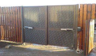 Распашные ворота с электроприводом в Волгограде